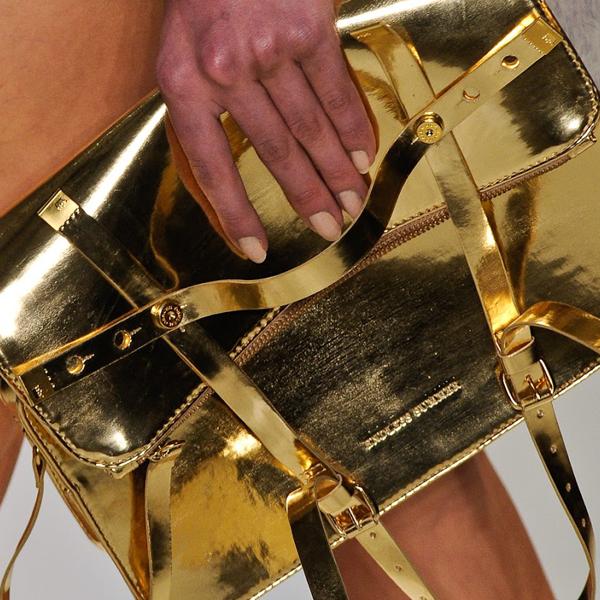 BLOG2 - Foil dourado e prateado para valorizar a sua peça
